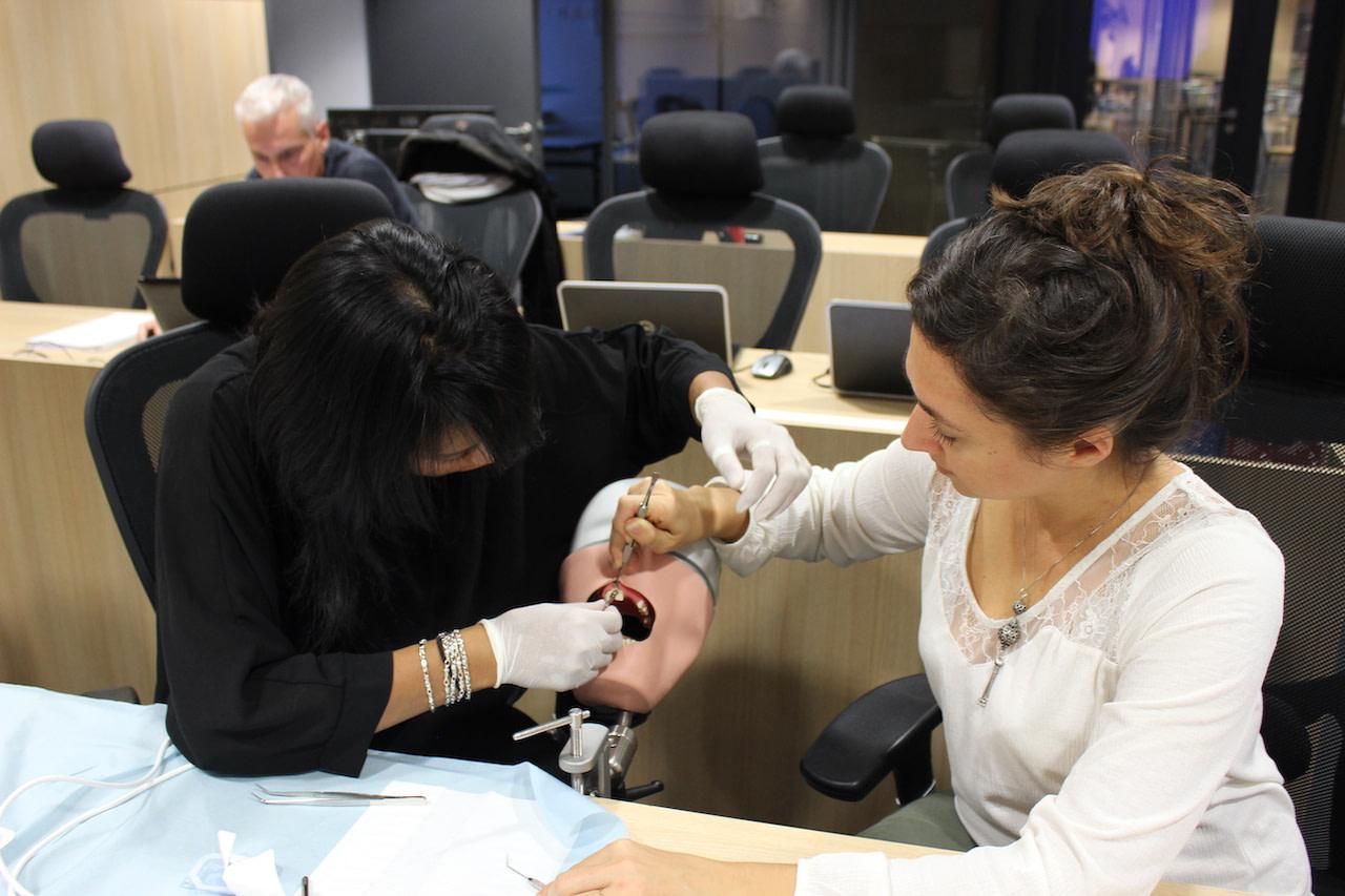 Assistante dentaire en implantologie